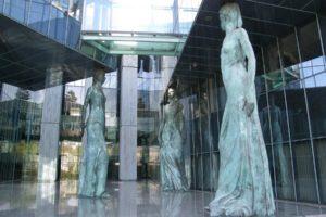 Sondaż. Polacy nie życzą sobie kontroli sądów przez polityków