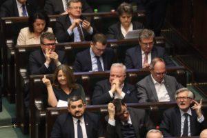 Lichocka pokazała środkowy palec opozycji