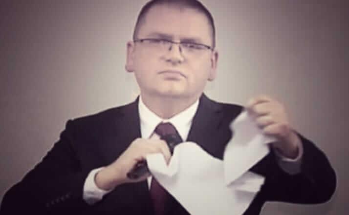 Marcin Zegadło: Sędzia Nawacki. Facet drze na strzępy dokument, ponieważ się z nim nie zgadza. Wystarczyło im pięć lat. Da się?