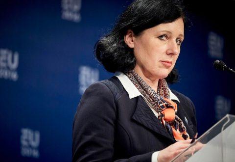 """Věra Jourová: Może już być za późno, by ratować polskie państwo prawa. """"To nie jest reforma, to jest zniszczenie"""""""