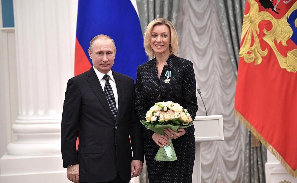 Władimir Putin i rzeczniczka rosyjskiego Ministerstwa Spraw Zagranicznych Maria Zacharowa. Fot. wikipedia