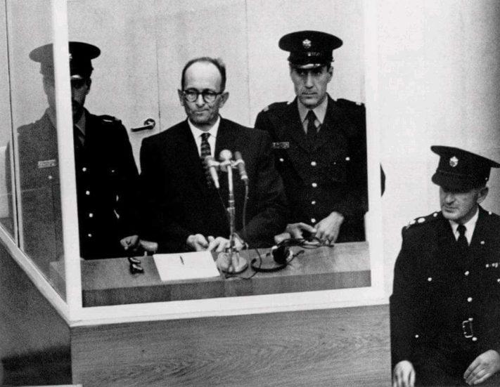 Adolf Eichmann podczas procesu w Izraelu 12.04.1961