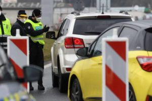 Koronawirus. Czechy wprowadzają stan wyjątkowy, Słowacja zamyka granice