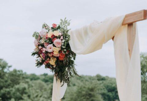Jakie wybrać sukienki na wesele w większym rozmiarze?