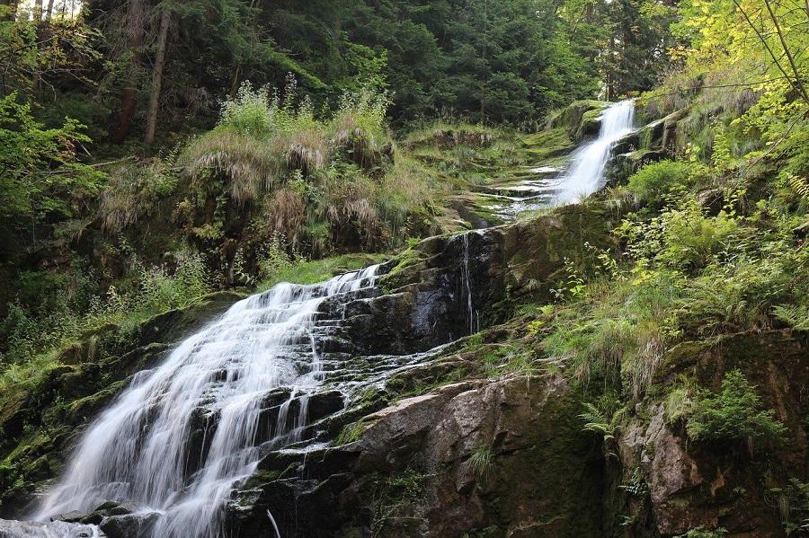 Wodospad Kamieńczyka (846 m n.p.m.) – najwyższy wodospad w polskich Sudetach, położony na trasie ze Szklarskiej Poręby na grzbiet główny Karkonoszy