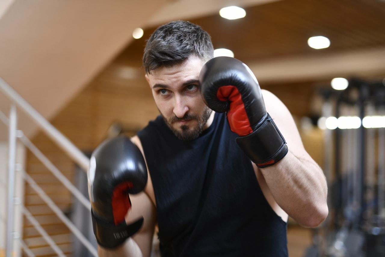 Akcesoria dla boksera – czego potrzebujesz na pierwszy trening?