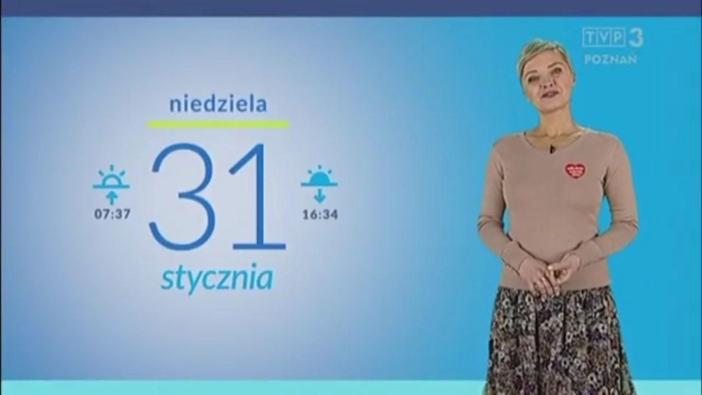 Patrycja Kasperczak wystąpiła przed kamerą TVP z przyklejonym do ubrania czerwonym serduszkiem WOŚP