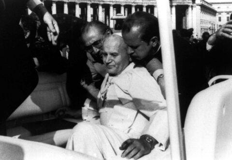 Zamach na Jana Pawła II. Do dziś nie jest jasne, kto się za nim stał