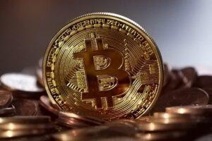 """Już nie """"na wnuczka"""".Teraz przestępcy wykorzystują popularność kryptowalut i oszukują """"na bitcoina"""""""
