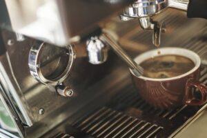Dobra wiadomość dla miłośników kawy. Wiemy ile filiżanek kawy dziennie można wypić